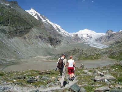 Touristen auf einem Wanderweg