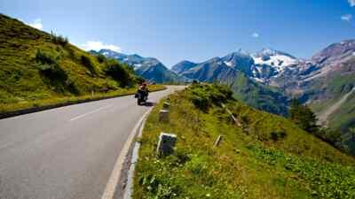 Motorradfahrer auf der Hochalpenstraße