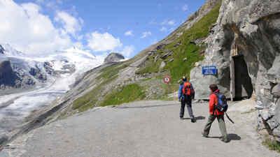 Wanderer am Gamsgrubenweg