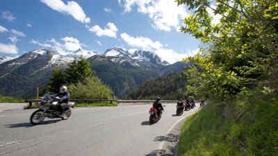 4 Motorradfahrer